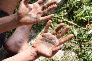 ידיים מלאות בג'אראס